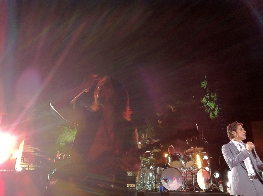 [Image: Image by @bperry - Thx @janesaddiction for a kick-ass show on Propic]