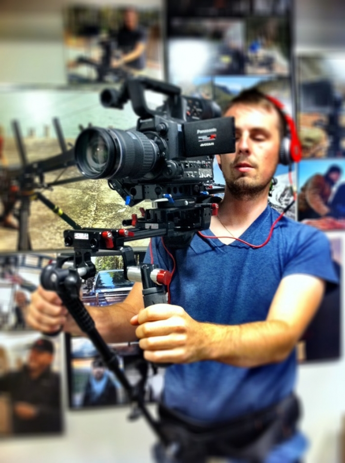 [Image: Image by @PhilipBloom - Very nice hand held rig by @SHAPEwlb being used by my assistant @prestonkanak. He wants one! on Propic]