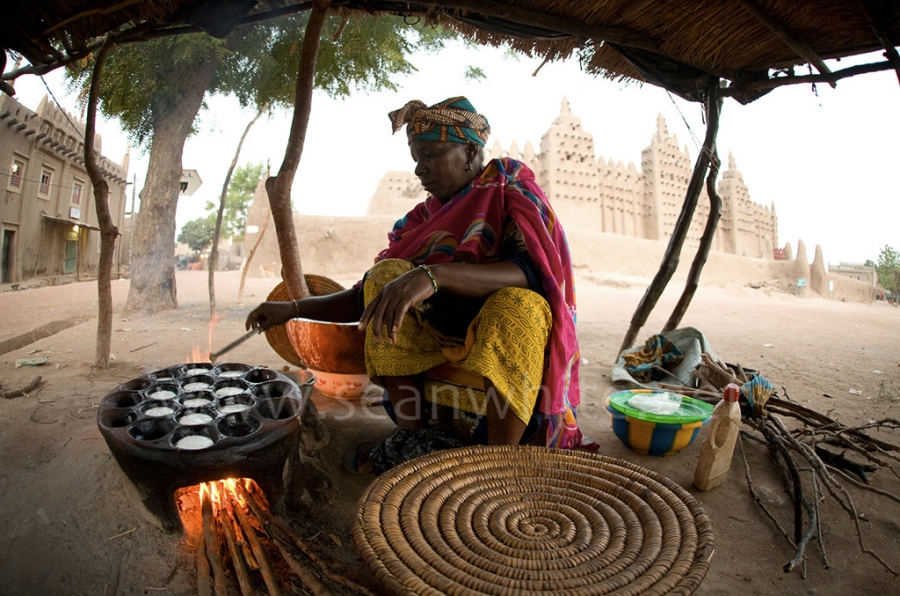 "[Image: SFW021 Travel To The Edge Favs 013 by @SeanFWhite - Woman cooking rice treats, Djenne, Mali. Photography by Sean F. White on assignment for ""Art Wolfe's Travels to the Edge"". All Rights Reserved. on Propic]"