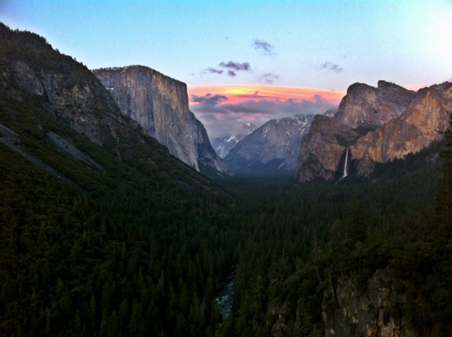 [Image: Image by @shawnreeder - Beautiful sunset here in Yosemite #iPhoneography on Propic]