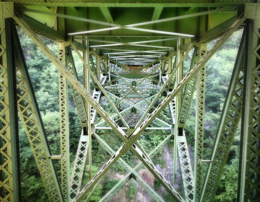 [Image: Quechee Bridge over the Gorge  by @MNS1974 - CoolBridge  on Propic]