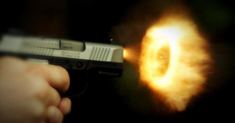 "[Image: Image by @tomguilmette - ""Muzzle Flash Art"" w/ @rulebostoncam's Phantom Flex at 10,000 FPS. Blog soon! on Propic]"