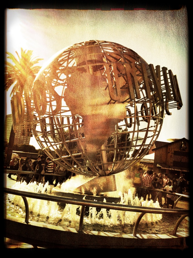 [Image: Photo by @MissHBomb - Was a beautiful day in LA. #UniversalStudios #fountain on Propic]