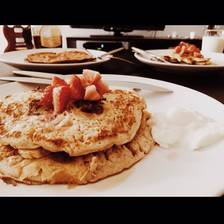 [Image: @obaidsiddiqui chefed it up, and @medzmerize did not. #deeeelicious #YUM #breakfast #pancakes]
