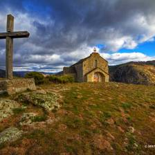 [Image: hiking-chapelle-du-loup-villefort-11]